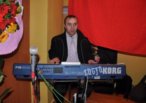 Orkestra piyanist